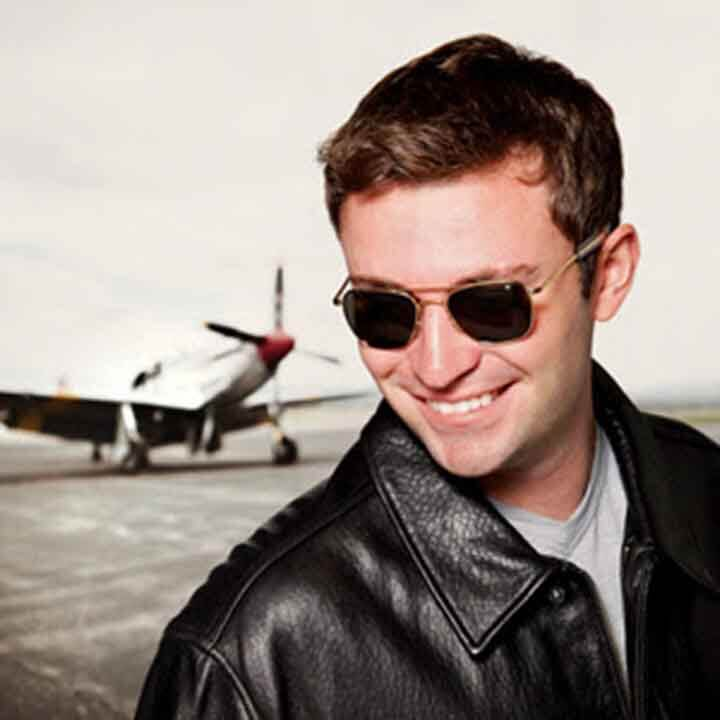người mẫu đeo kính ao pilot